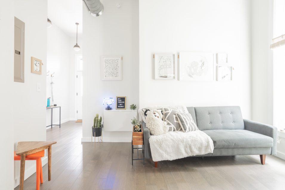 airbnb-minimalism-living-room