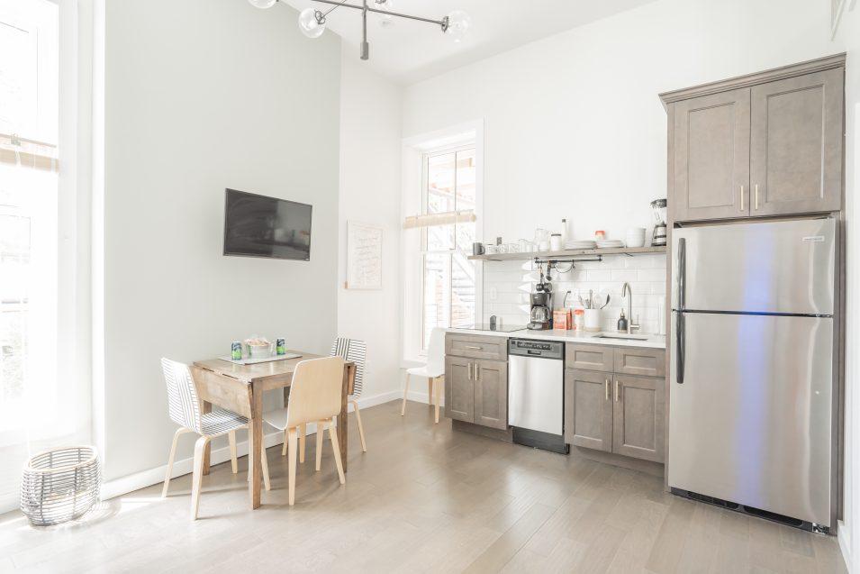 airbnb-minimalism-kitchen