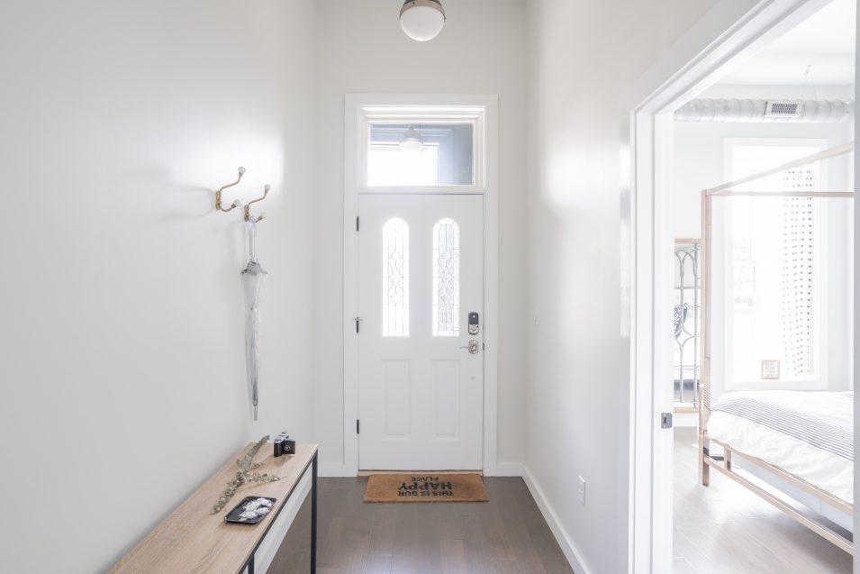 airbnb-minimalism-entryway