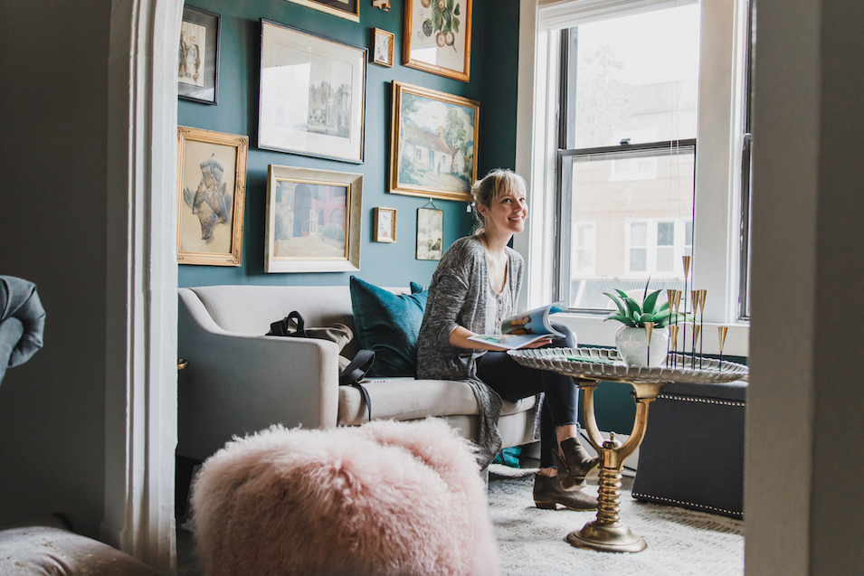 mandy-airbnb-teal-wall